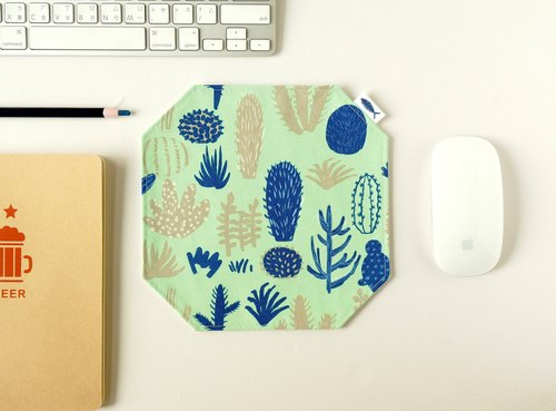 / Meaty plant - green // mouse pad / placemat