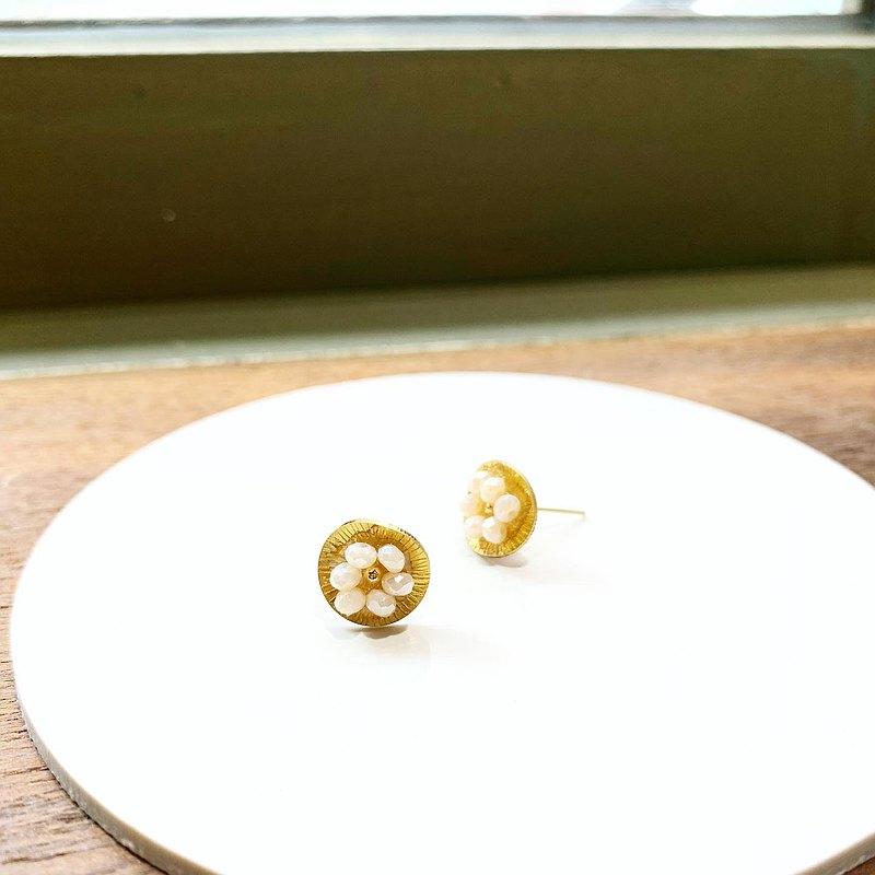 女人節新品_小花朵珍珠白色水晶貼式銅耳環_可免費修改夾式耳環