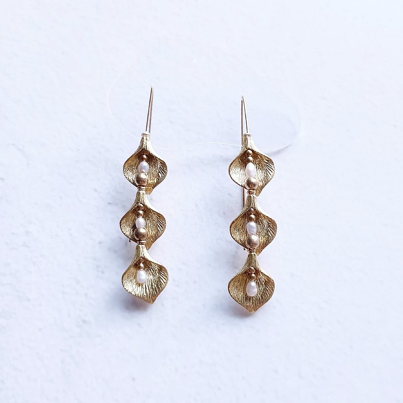 Water drop flower / earring / pearl / brass