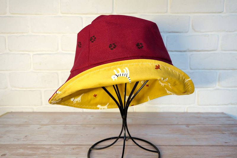 Engraved fisherman hat / / double-sided wear / / cat footprints