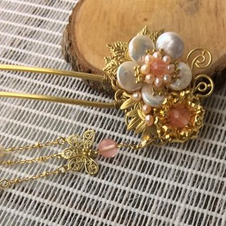 Meow ~ hand made flower freshwater pearl hairpin