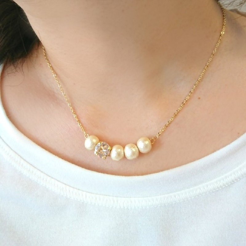 Cotton pearl asymmetric necklace