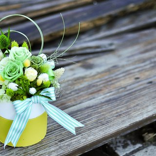 Vivid Greenery│ table flowers fresh green grass