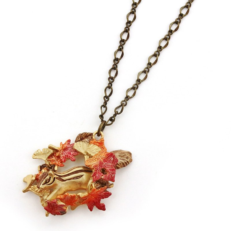 Squirrel in Autumn leaves Necklace 紅葉狩り ネックレスNE396