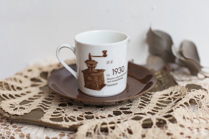 [Good day fetish] 1740/1875 Germany vintage double-sided grinder commemorative coffee cup set