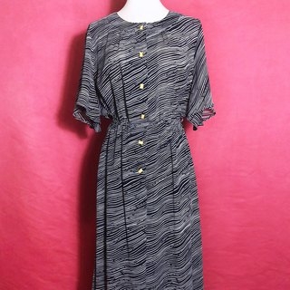 Totem wide arc sleeve vintage dress / abroad brought back VINTAGE