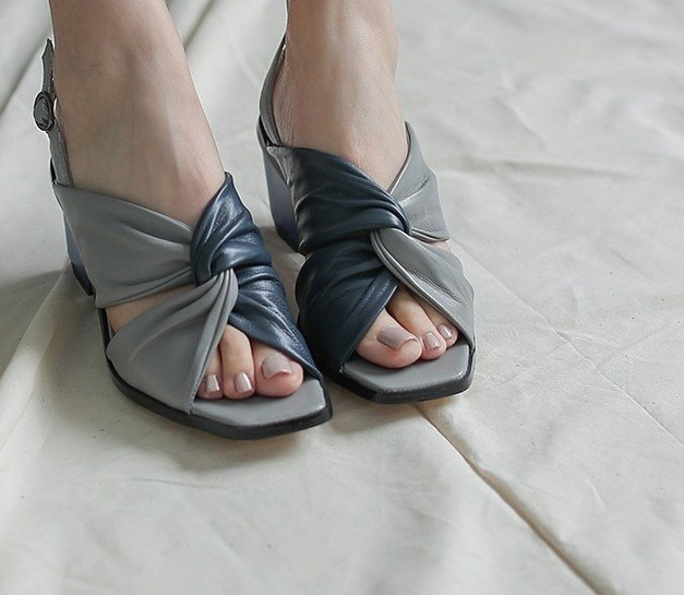 Twisted decorative retro diamond with thick heel leather sandals gray blue with