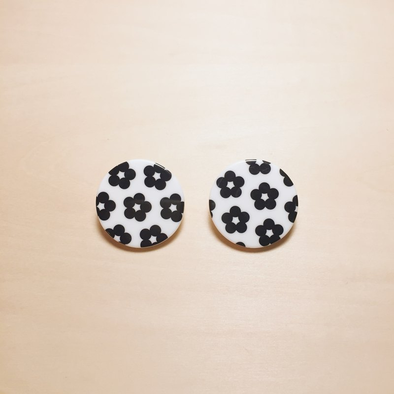 Vintage Japanese black and white flower big round earrings