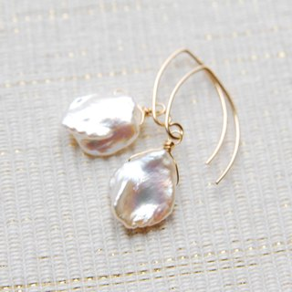 Hanabirakeshi Pearl of Marquis hook earrings (14kgf)