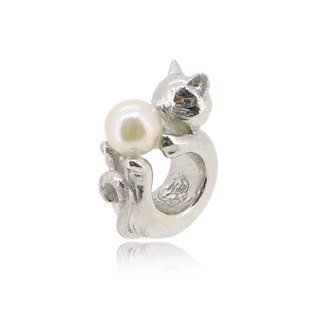 CAT SHAPED SILVER CHARM WITH AKOYA PEARL