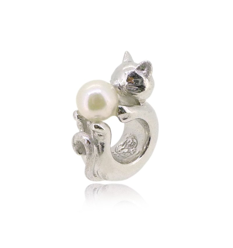 HK152~ CAT SHAPED SILVER CHARM WITH AKOYA PEARL