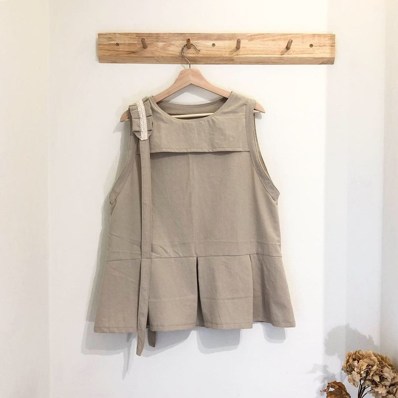 Khaki color folding vest