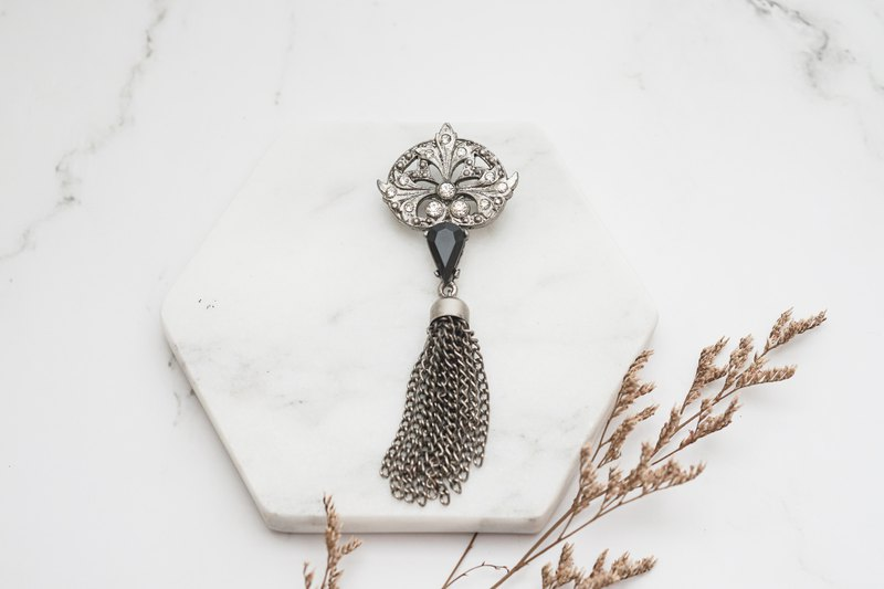 [Antique Jewelry / Old Western Items] VINTAGE Classic Silver Rhinestone Tassel Vintage Brooch