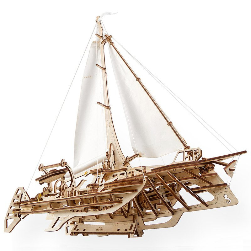 /Ugears/ Ukrainian wooden model flying the Hors Trimaran Merihobus