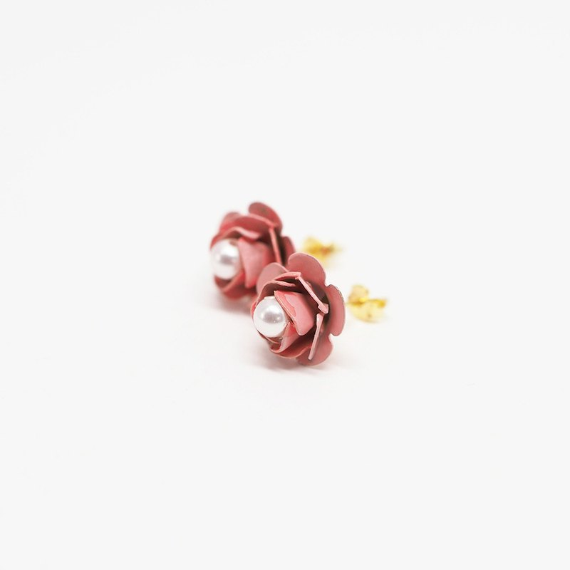 Pearl Rose Flower Earrings \ Vermeil Gold Plated Sterling Silver Ear Studs