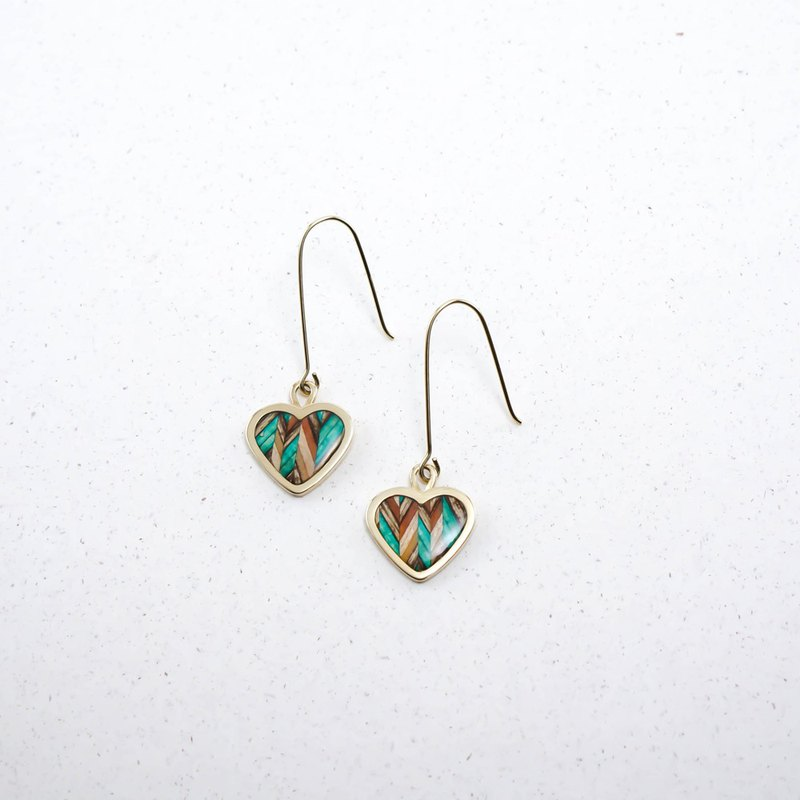 Surprise at the end of the year-Send wood style heart earrings / green
