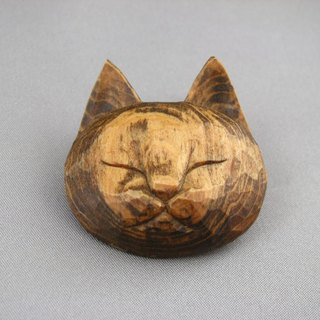 Wood carving fine cat brooch
