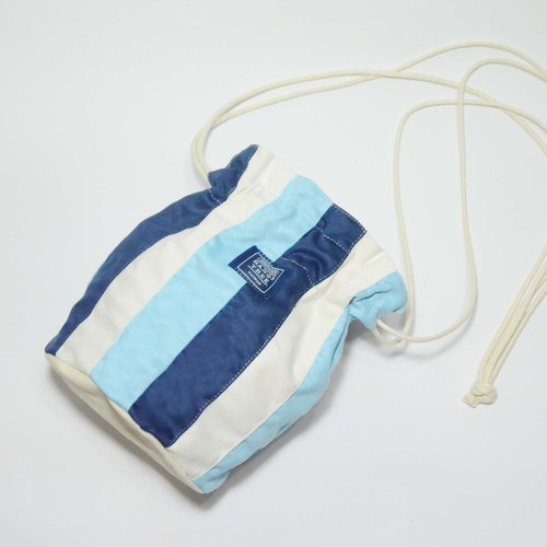 :: :: Bangs tree dorsal bucket bag _ dark blue and light blue
