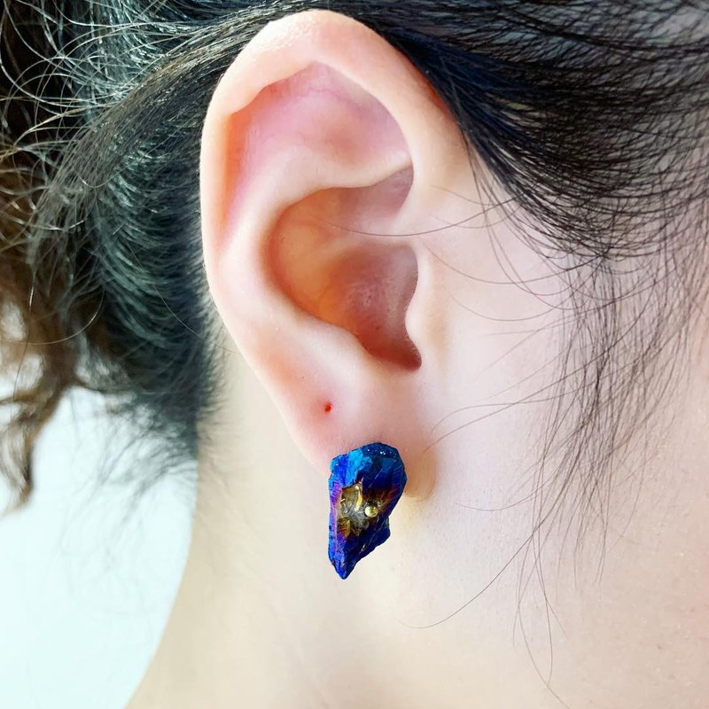 Exclusive-Royal Blue Big Quartz Stone Ear Pin Brass Earrings_Can be modified into clip earrings for free