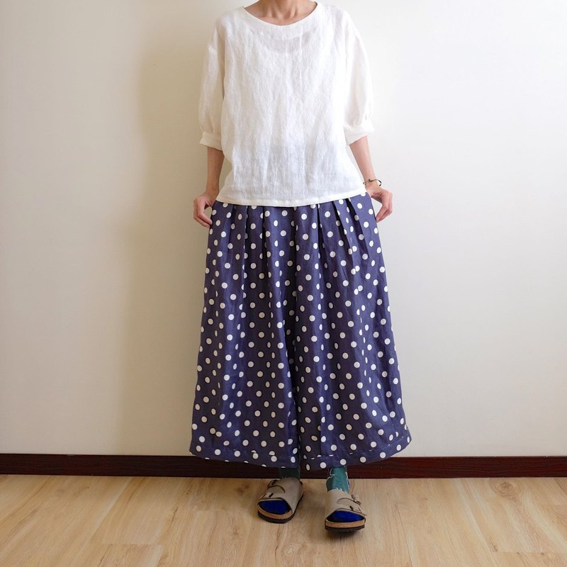 Everyday hand-made clothes, playful girl, ocean, dark blue, water, jade, pleated, wide pants, linen