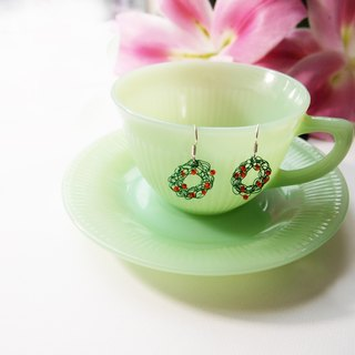 E056 lovely hand woven green donut-shaped copper earrings