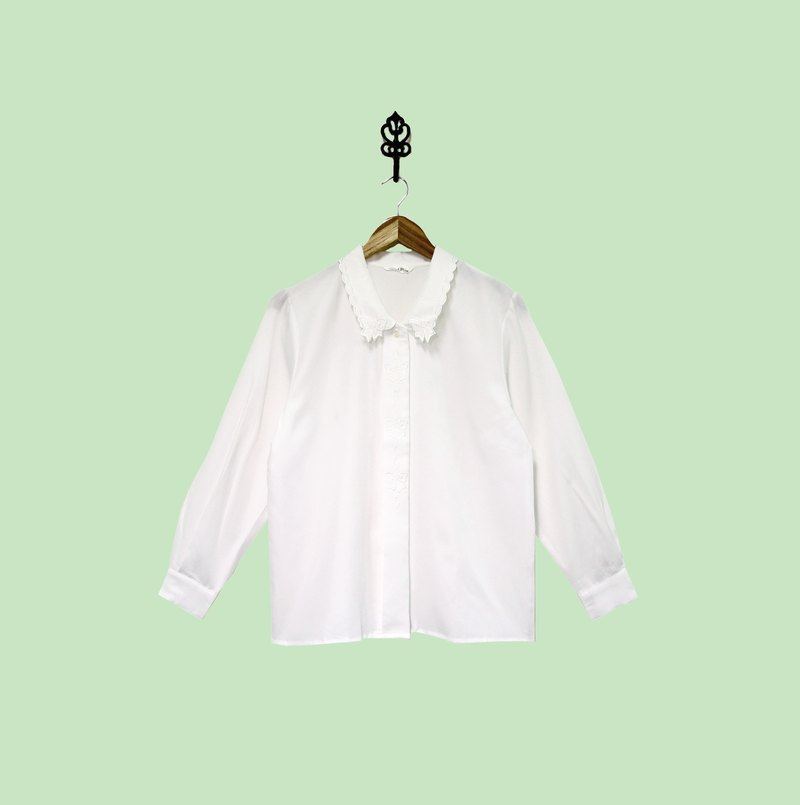 Back to Green :: Japanese fine white silk shirt collar bow cut embossed vintage