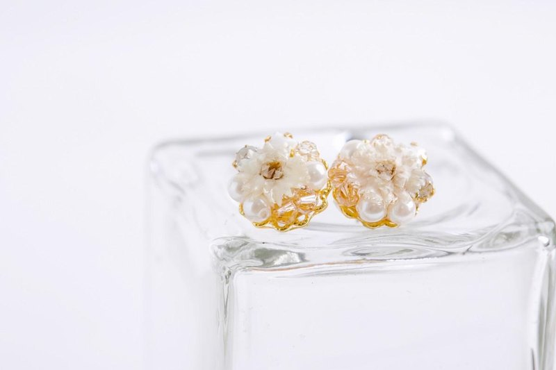 Elegant Earrings dry Flower (White)