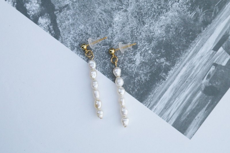 // Freshwater pearl earrings // ve035