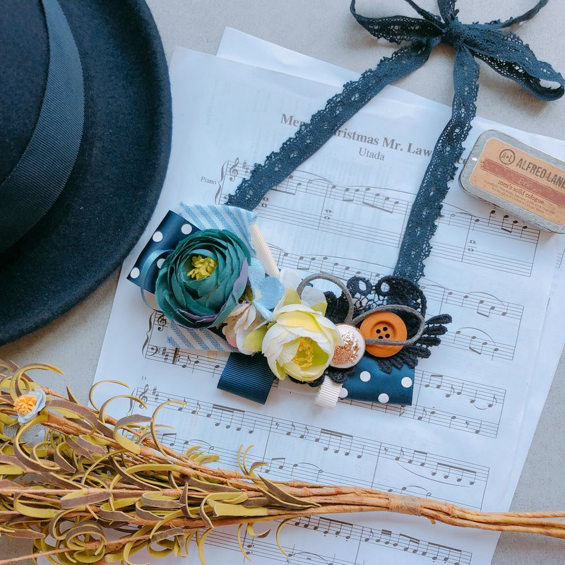 Break and Holiday. Girls forest handmade flowers. necklace. blue. L