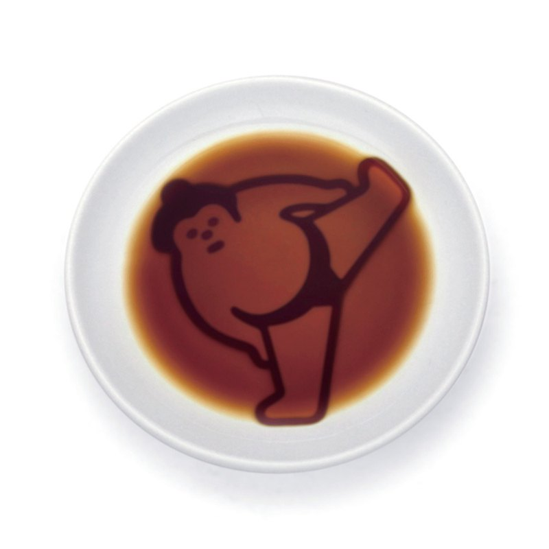 Layer sauce dish - Sumo player lifts the foot