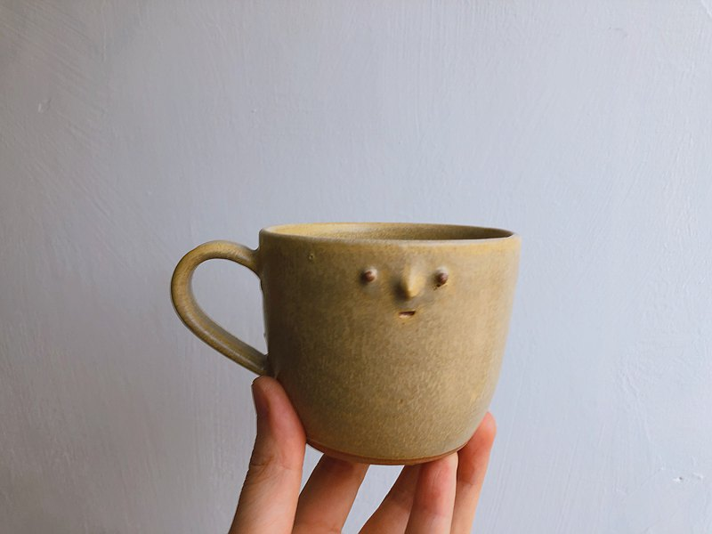 Mountain Brand Face Pottery Cup