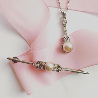 Art Deco Style Pearl Short Chain Brooch Set