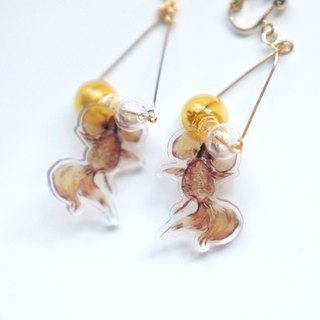 [Horns forest x cartoonist Dani] goldfish accessories amber play glass a pair of earrings / ear clip