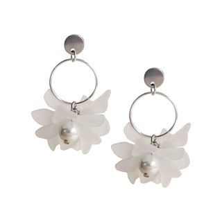 Hydrangea in Pearl | Flower Earrings / Stainless Steel