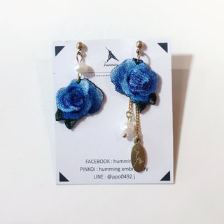 Humming-Embroidery earrings Blue Roses <Embroidered Earrings> Stainless Steel Ear Needles / Clamp / Floral Series /