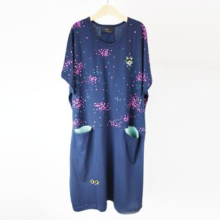 Flower cat front pocket dress