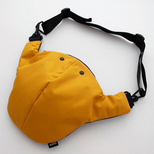 The creature bag large Otona-sagari yellow dark gray