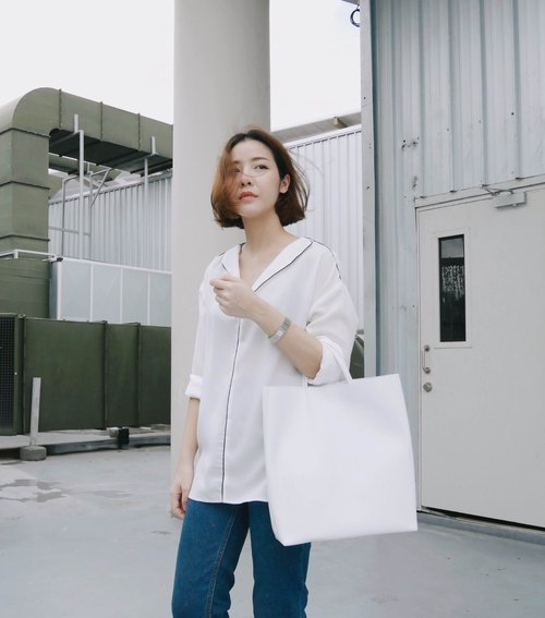 PAPER BAG - WHITE (Tote bag) / Birthday Gifts / Exchange Gifts / Graduation Gifts