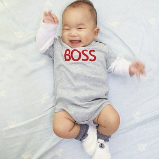 Boss! Organic cotton short sleeve bag fart gray red word sports wind baby infant birth month full moon newborns