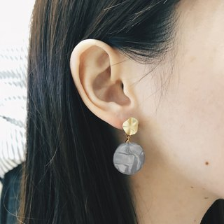 Fog gold mica pattern - Moonlight gray droop earrings earrings (pair) [can change ear clip]