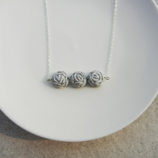 *Rocoubird*three roses necklace - imitation cement silver