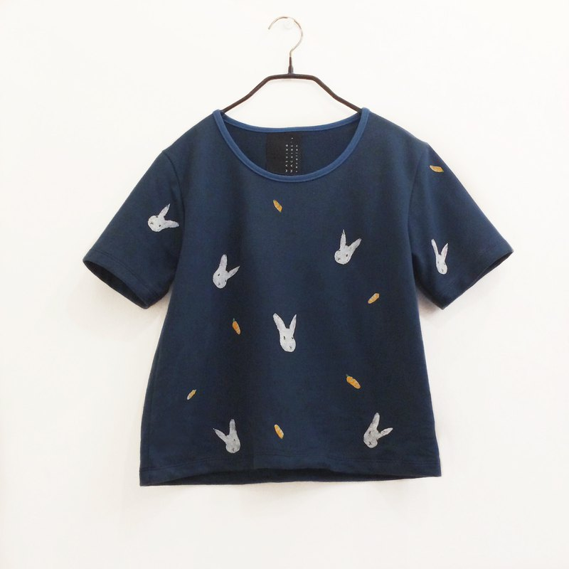 rabbit carrot short sleeve crop top