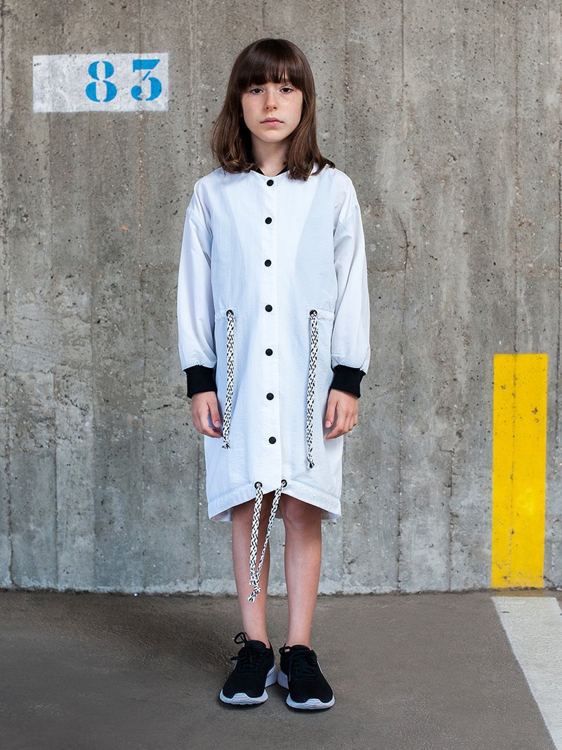 TACTEL COAT IN GREY 淺灰色長身風衣外套
