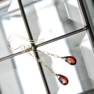 Garnet drop cut figure giro chain earrings 14 kgf