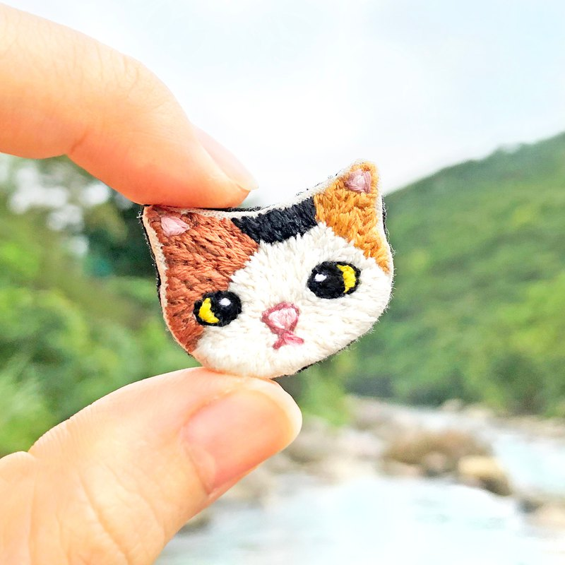 【Tortoiseshell Cat】Hand Embroidery Brooch, Pin, Badge