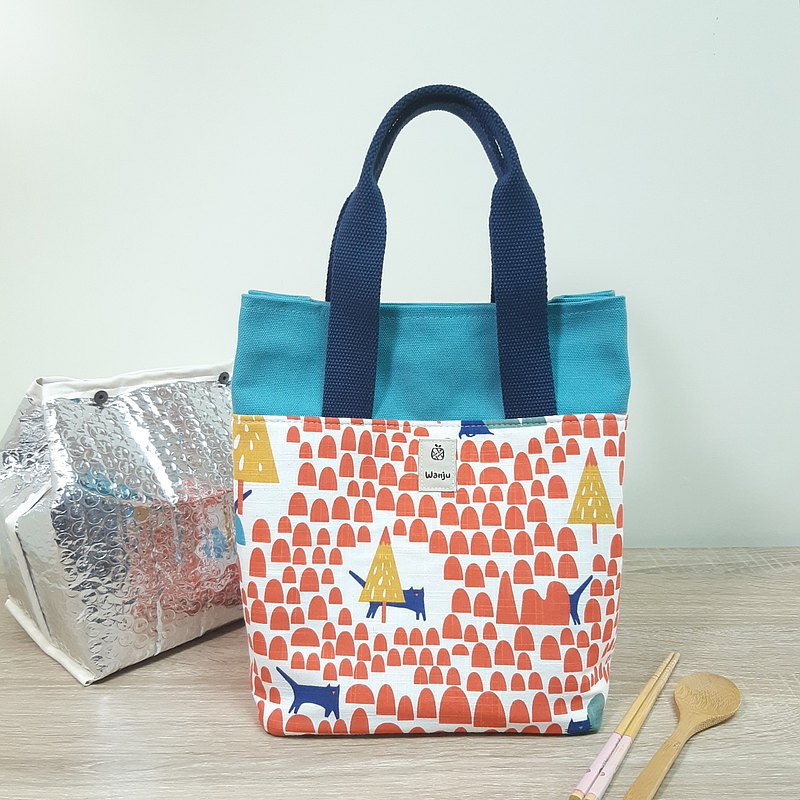 Insulated lunch bag / carry bag / cat hide and seek