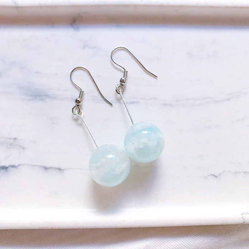 Lipa Planet Series / Pearlescent Marshmallow Planet Dangle Earrings
