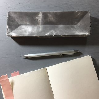 Thunderstorm - Concrete pen tray