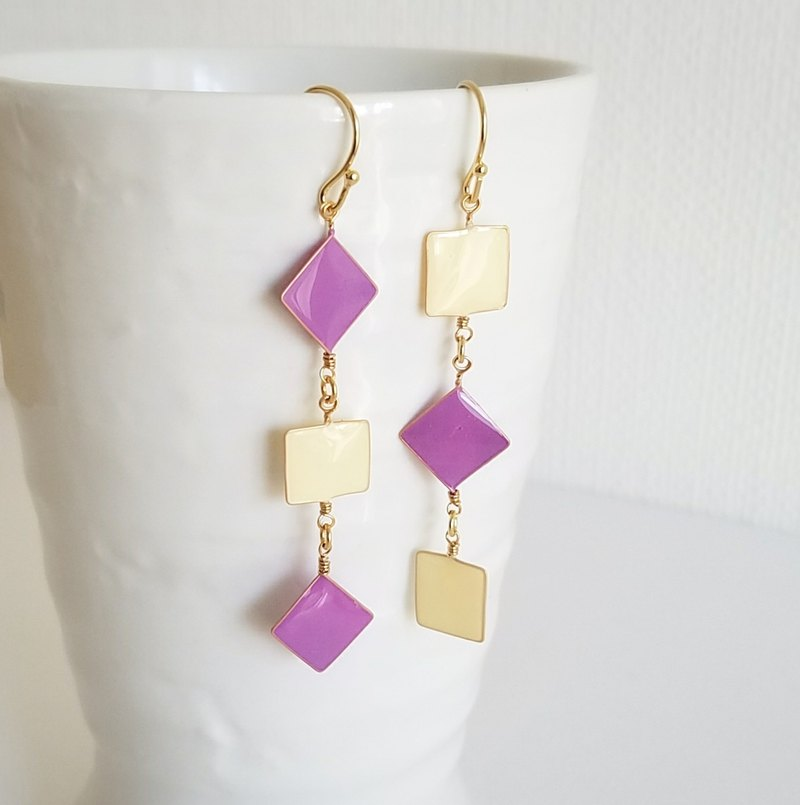 pastel square pierced or clip-on earrings <purple&ivory>