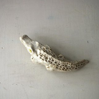 white crocodile broach 白ワニのブローチ01
